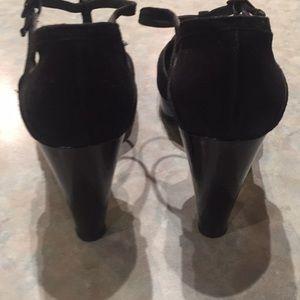 Stuart Weitzman Shoes - Stuart Weitzman black suede shoes